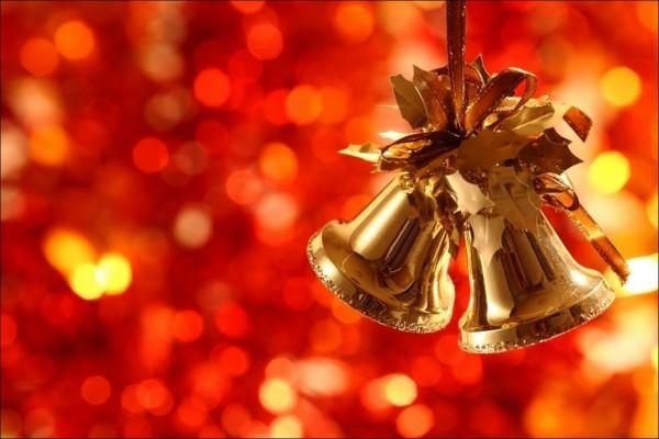 Campanitas doradas para adornar en Navidad