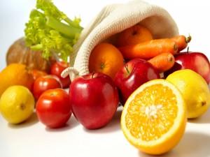 Postal: Frutas y zanahorias frescas