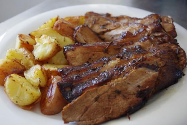 Unas ricas patatas acompañando una carne