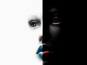 Cara de una mujer en dos mitades blanco y negro