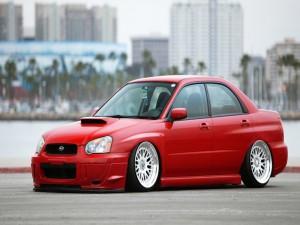 Un Subaru rojo