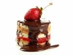 Pastel con chocolate y fresa