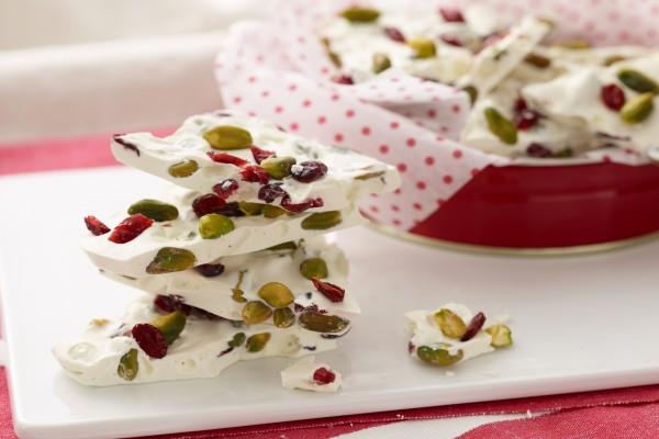 Dulce con pistachos y arándanos