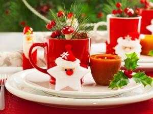 Postal: Adornos navideños en un plato