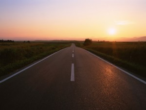 Postal: Atardecer en una carretera