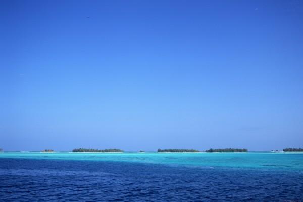 Vista de varias islas en el mar