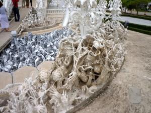 Esculturas en el templo Wat Rong Khun