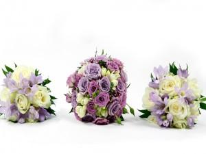 Postal: Tres magníficos ramos de flores