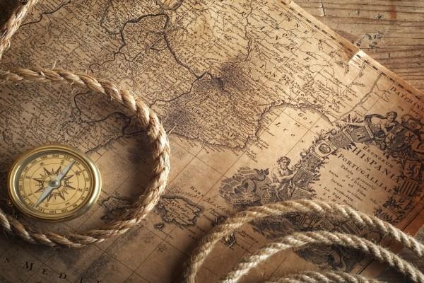 Un mapa, una brújula y una cuerda