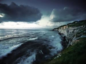 Postal: Acantilados y el mar