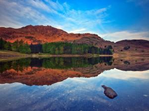 Postal: Agua del lago cristalina