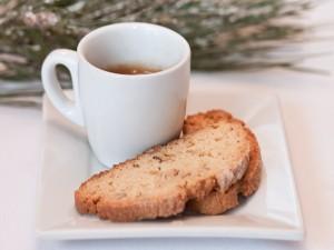 Postal: Taza de café con pan dulce