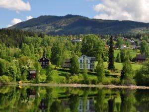 Postal: Casas junto al lago