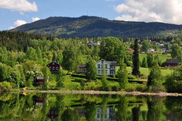 Casas junto al lago