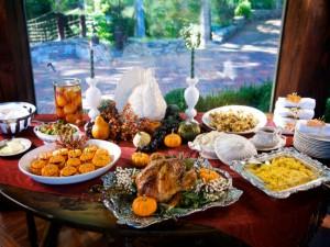 Postal: Mesa con comida de acción de gracias