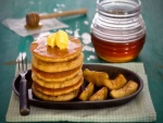 Panqueques con manzanas y miel