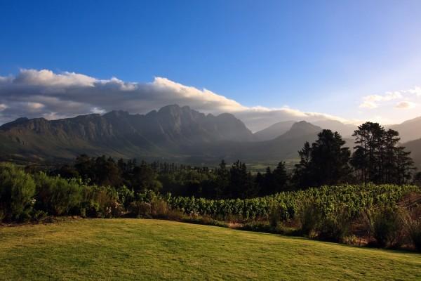 Vista de unas grandes montañas