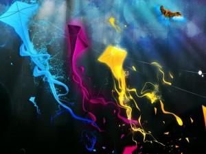 Cometas de colores en el cielo