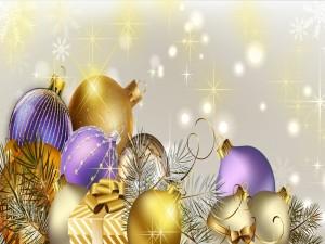 Adornos navideños dorados y púrpuras