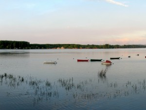 Postal: Barcas en el río