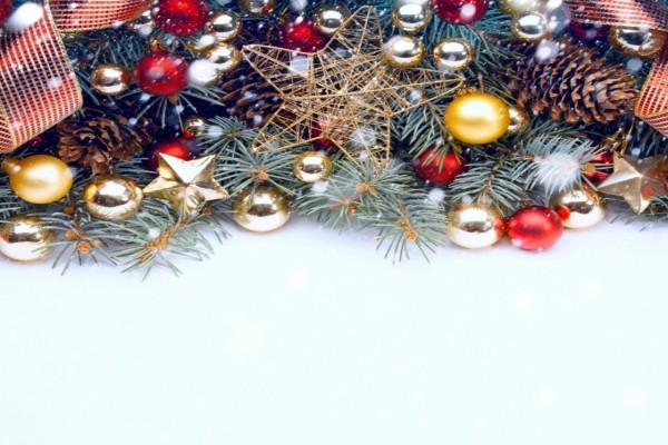 Estrellas y esferas navideñas