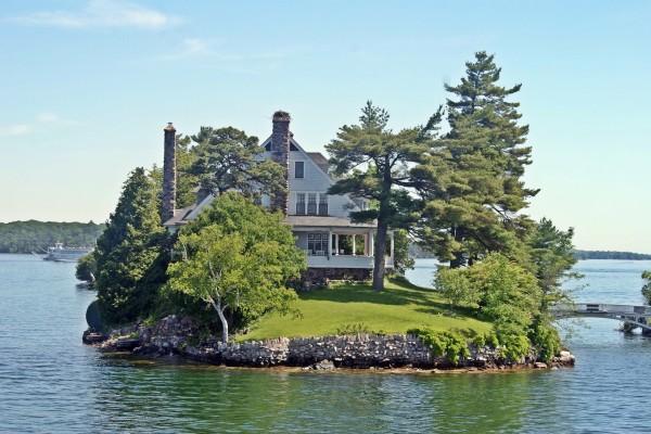Casa en las Mil Islas, situada en la frontera entre Canadá y Estados Unidos
