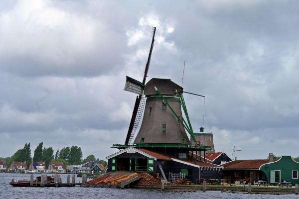 Molino aserradero en Holanda