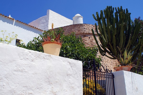 Entrando a la Iglesia de Santa Eulalia en Ibiza