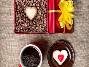 Postal: Café en una caja de regalo