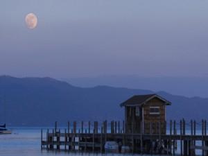 Luna llena al anochecer