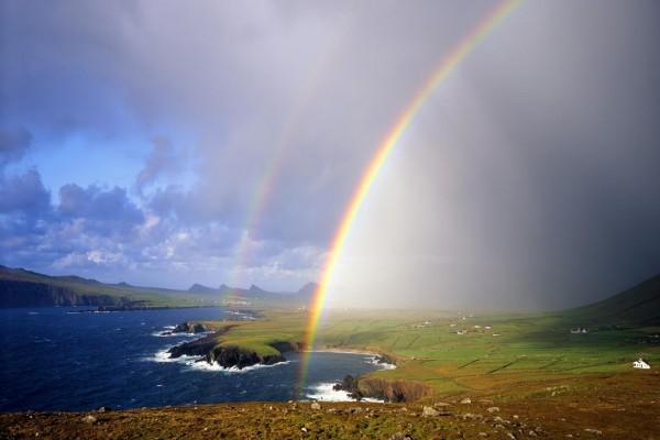 Doble arcoíris en la costa