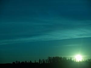 Potente luz en el cielo