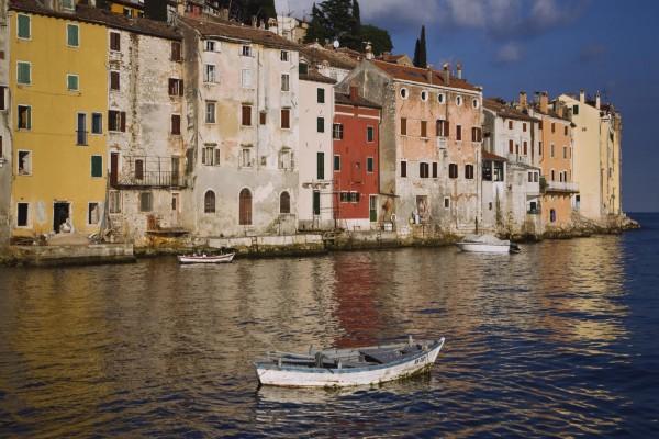 Barcas en un canal