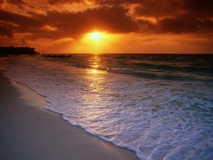Postal: Atardecer en la playa