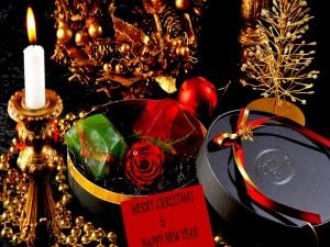 Postal: Caja de regalo y adornos navideño