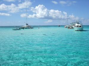 Embarcaciones en las islas Caimán