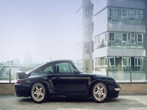 Postal: Un Porsche aparcado