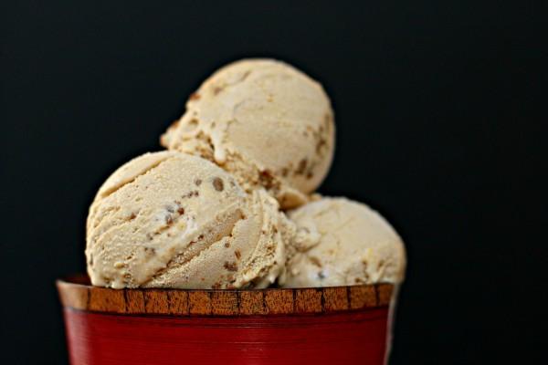 Bolas de helado con frutos secos