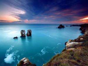 Mar azul en calma