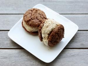 Postal: Sándwich de helado con cookies de chocolate