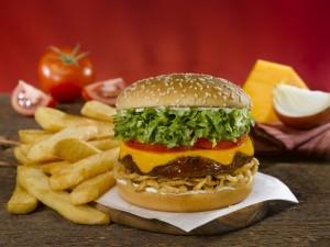 Postal: Una rica hamburguesa con varias capas