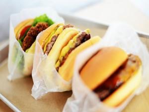 Postal: Tres sencillas hamburguesas