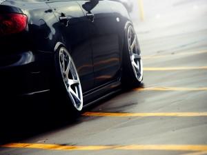 Lateral de un coche negro