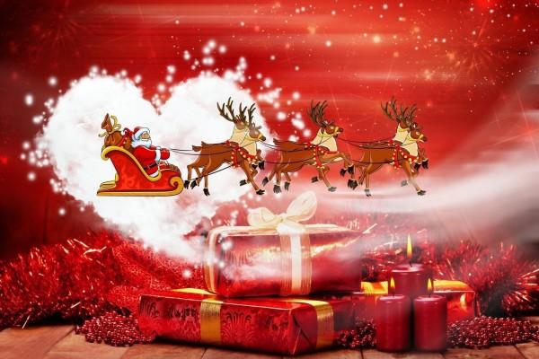 Santa Claus repartiendo regalos la noche de Navidad