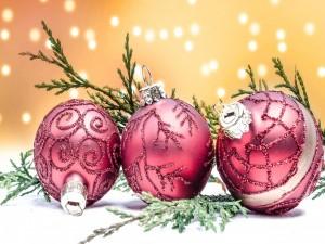 Postal: Tres bolas navideñas