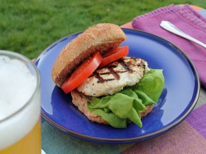 Hamburguesa de pollo para comer al aire libre