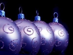 Cuatro bolas de Navidad