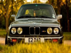 Postal: BMW en el campo