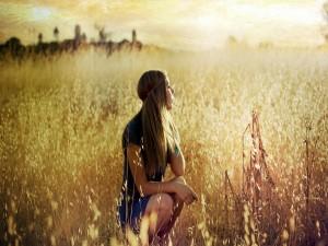 Postal: Una chica en el campo