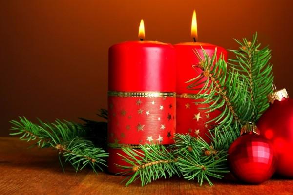 Velas, ramas y bolas para los días de Navidad